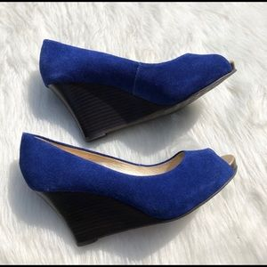 Lilly Pulitzer Blue Suede Peep Toe Wedges 8.5 EUC